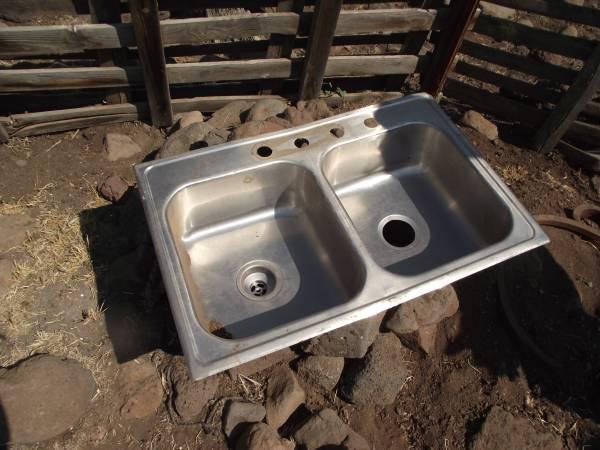 Photo stainless steel double sink - $1 (Dorris, California)
