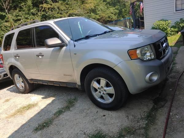 Photo 08 ford escape - $4,800