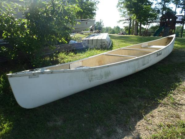 17 ft Mohawk Fiberglass Canoe - $200 (Williamsburg) | Sports Goods