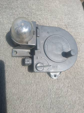 Photo 1988-1998 Chevy Truck Under Hood Rectractable Light - $16 (South Knoxville John Sevier Chapman Highway)