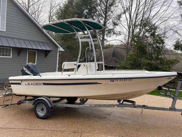 Photo 2001 Leader center console boat - $6,900 (Caryville)
