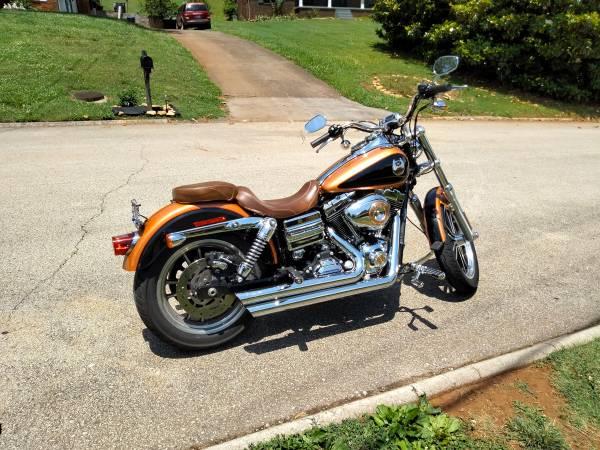 Photo 2008 Harley Davidson dyna lowrider anniversary edition - $8,500 (Knoxville TN)