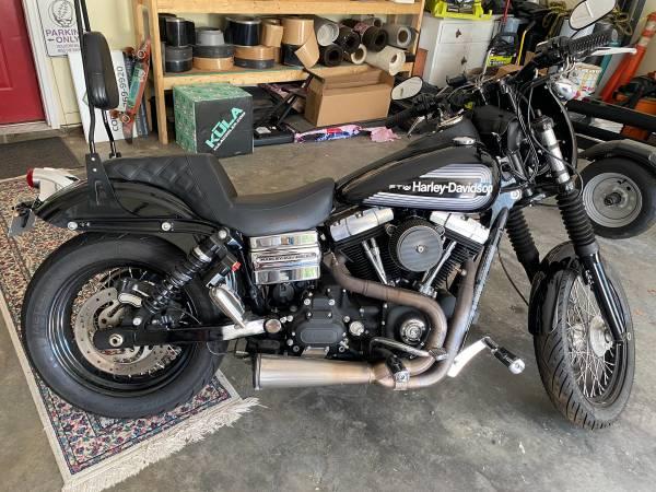 Photo 2012 Harley Davidson Dyna - $10,000 (Knoxville)