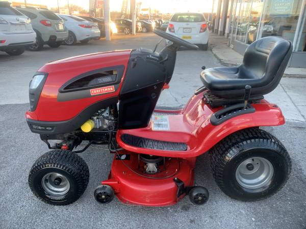 Photo 2013 Craftsman YT3000 Riding Mower 42quot Cut 21 HP - $500 (Knoxville)