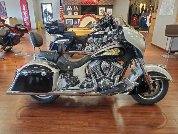 Photo 2016 Indian Chieftain Star Silver and Thunder Black (330363) - $15,999 (Clinton Hwy Knoxville)