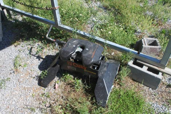 Photo 2017 CHEVROLET GMC FIFTH 5TH WHEEL HITCH PUCK SYSTEM - $850 (Bean Station)