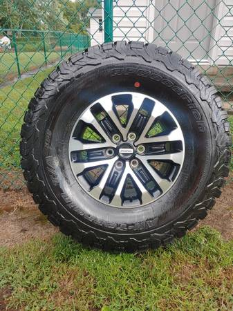 Photo 2020 Ford Raptor wheels and Goodrich tires - $1350 (Jefferson City)