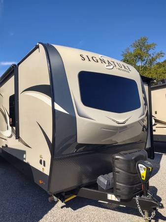 Photo 2020 Rockwood 8335 Signature Ultra Lite Travel Trailer by Forest River - $37175 (Weekend RV Center Clinton Tn)