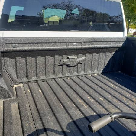 Photo 2020 chevy 3500 4x4 dually bed - $3,400 (Knoxville)
