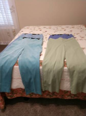 Photo Alfred Dunner Pants - Size 14 - 4 Pair - $16 (Seymour)