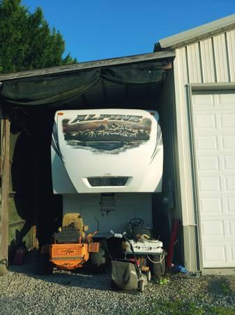 Photo Alpine 5th wheel - $35,000 (Louisville)