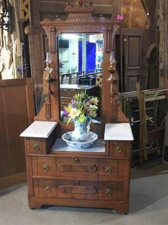 Photo Antique Eastlake Bedroom Dresser gorgeous mirror ornate details (SEVIERVILLE HWY 66)