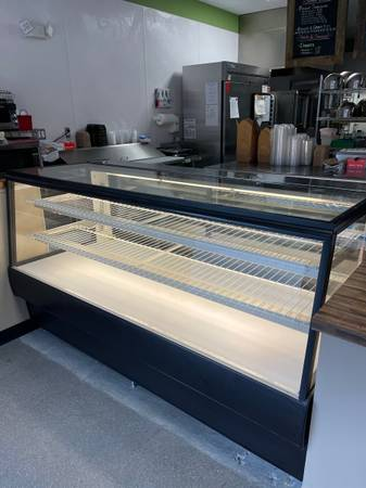 Photo Bakery Display Case Dry - $1,750 (Knoxvile)
