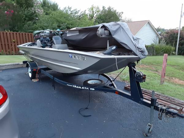Photo Bass Tracker Bass Boat - $5,000 (Kodk, TN)