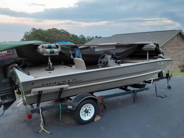 Photo Bass Tracker Bass Boat - $5,800 (Kodak)
