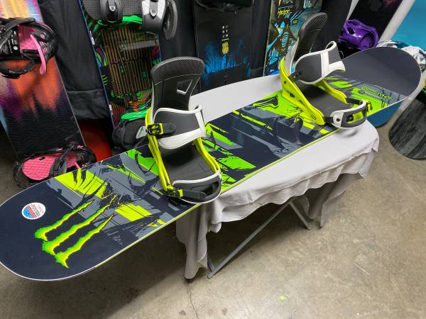 Photo Brand New Monster Energy Gnu Limited Edition Snowboard W Bindings - $425 (Sevierville)