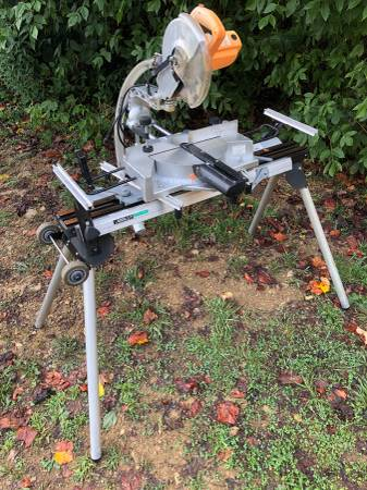 Photo Chicago Electric 10 Compound Sliding Miter Saw With Hitachi Stand - $150 (Sevierville)