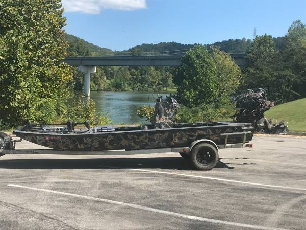 Photo Dual Prodrive Center Console Duck Boat - $25,000 (Knoxville)