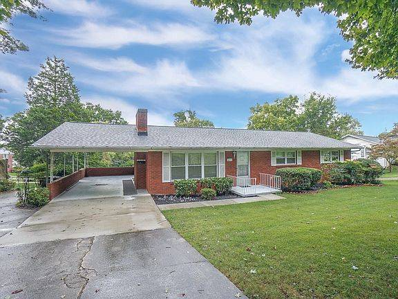 Photo FIRST TIME ON MARKET (4210 Terrace View Dr, Knoxville, TN 37918)