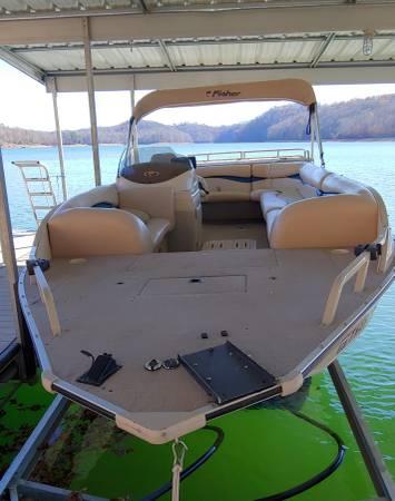 Photo Fisher Freedom 2210 Deck Boat - $12,000 (La Follette)