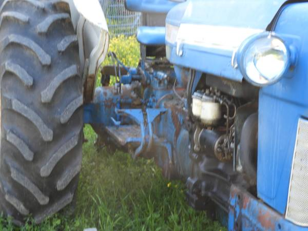 Photo Ford Diesel Tractor - $4,500 (Blaine)