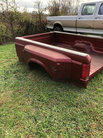Photo Good used straight rust free 92-97 ford 8 dually bed box - $1,000 (Pikevilke tn)