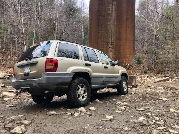 Photo Lifted Jeep Grand Cherokee Laredo 4x4 - $4,700 (Karns)