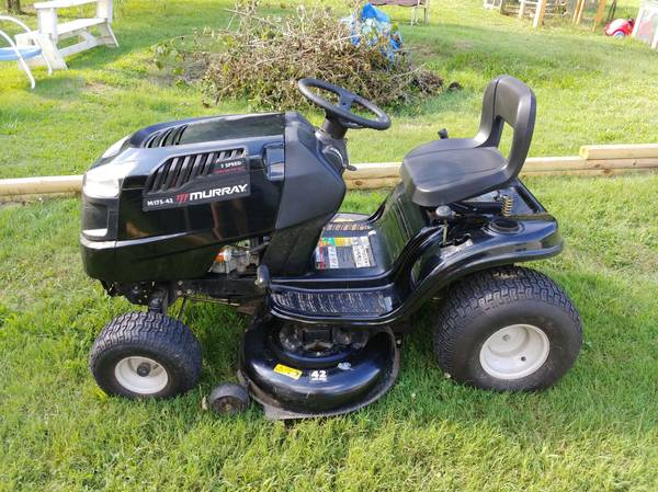 Photo Murray Riding Mower - $800 (Andersonville)