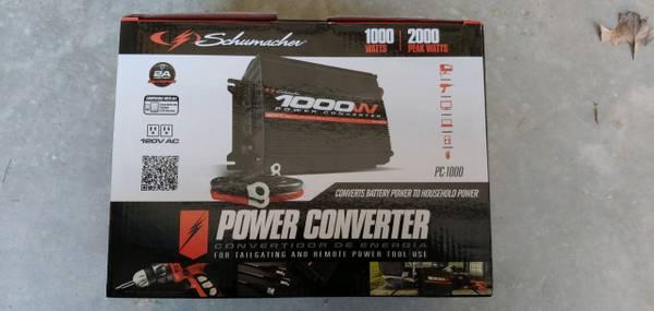 Photo New Schumacher PC-1000 1000 Watt DC to AC Power Inverter Converter - $70 (clinton)