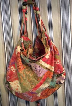 Photo Purse USED, Pretty colors, 17 inches wide by 13 inches deep - $12 (Maryville)