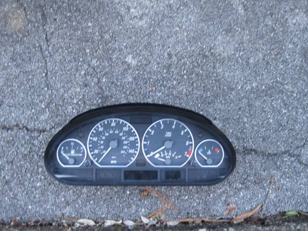 Photo Speedometer Cluster for 2004 BMW 330CI (KnoxvilleKnoxville)