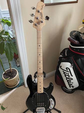 Photo Sterling by Music Man SUB 4 Bass - $300 (Halls)