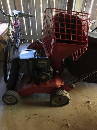 Photo WOOD CHIPPER WITH LEAF VACUUM - $200 (KNOXVILLE)