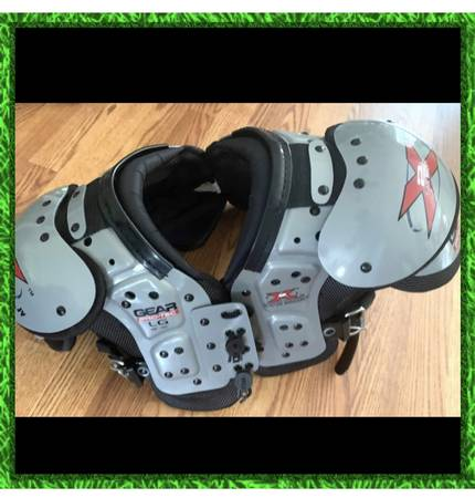 Photo Youth boys football shoulder pads childrens kids boy equipment clothes - $25 (West Knoxville)