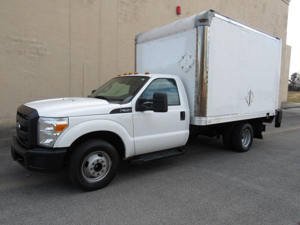 Photo 2015 FORD F350 SD BOX TRUCK  LIFT GATE  1 OWNER  - $17,995 ( NO DOC FEES )