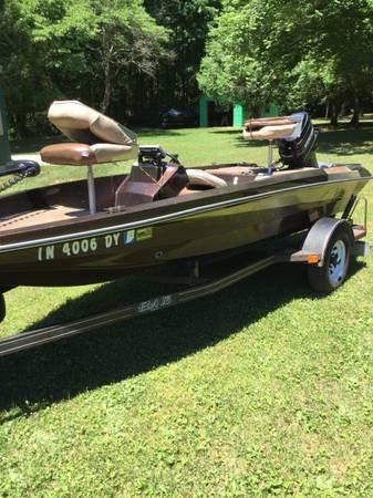 Photo 15 foot bass boat - $4,900 (Michigan City)