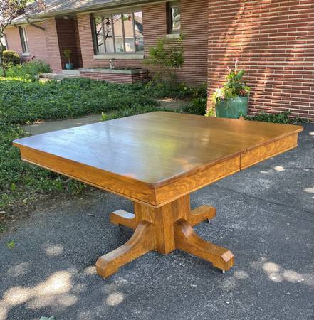 Photo Arts  Crafts-Mission Oak Pedestal Dining Table - $200 (Russiaville)