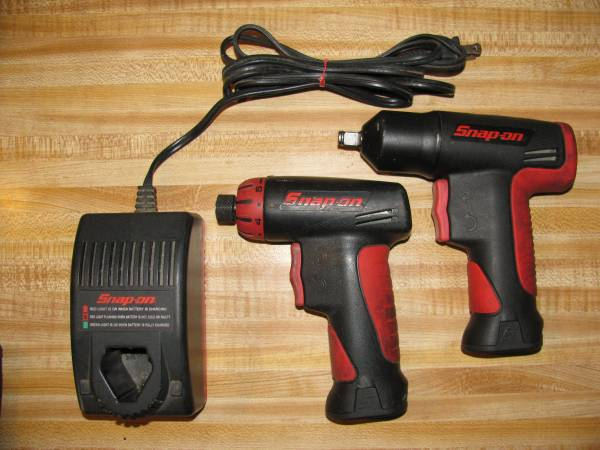 Photo Close 2 new snapon 7.2 ct561 38 impact wrench  cts561cl screw driver - $300 (E. Indy)