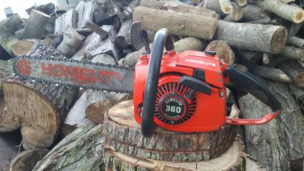 Photo Homelite 360 chainsaw classic muscle with a 20 inch bar and chain - $175 (LOGANSPORT)