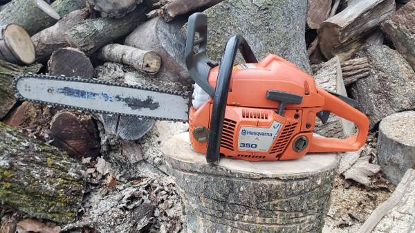 Photo Husqvarna 350 chainsaw with a 16 inch bar and chain - $180 (LOGANSPORT)