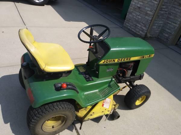 John Deer 111 Lawn Tractor 325 Zionsville Garden Items For Sale Kokomo In Shoppok