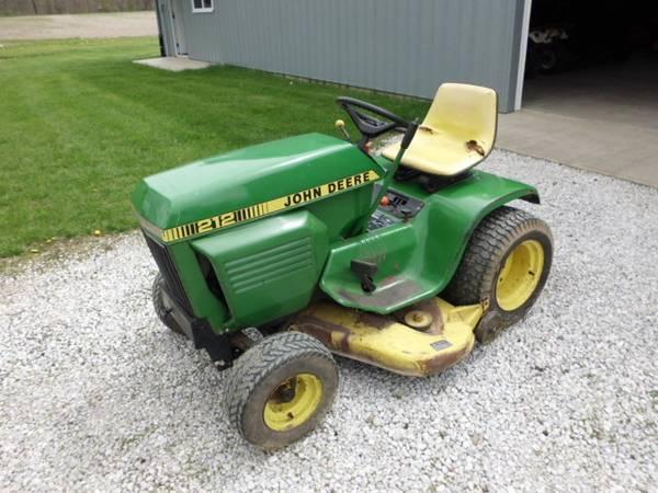Photo John Deere 212 Lawn Mower Garden Tractor Deer - $575 (Marion)
