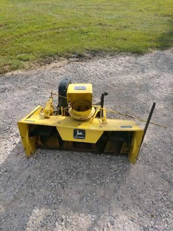 Photo John Deere Garden Tractor Snow Blower - $400