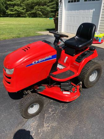 Photo Nice Simplicity Regent EX lawn mower garden tractor - $1,100 (Kokomo)