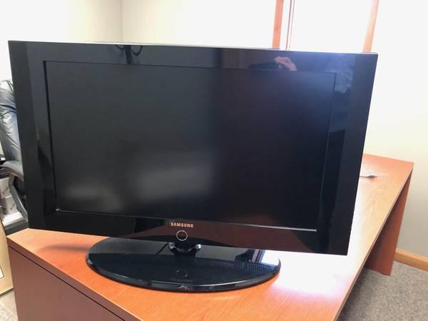 Photo Samsung Smart TV 32 inch - $100 (Fort Wayne)