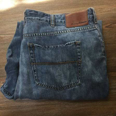 Photo Tommy Bahama Jeans - Men39s Size 44x32 - Classic Fit - $20 (Anderson, IN)