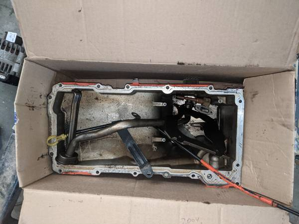 Photo 2004 5.3L LM7 Oil Pan and dipstick - $20 (West Richland)