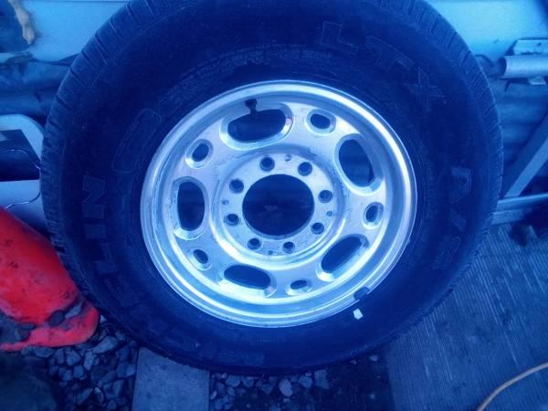 Photo 8 lug 1 ton rims and tires - $255 (kenn)