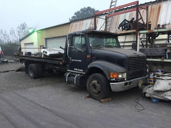 Photo 94 international rollback tow truck - $7,500 (portland)