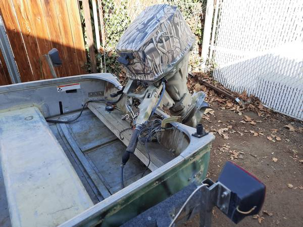 Photo Boat and motor for sale - $1,400 (Richland)